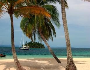 Vista desde la Isla Kuanidup. La mejor época para navegar es entre diciembre y abril, cuando los vientos son más propicios. Foto: gentileza ATP.